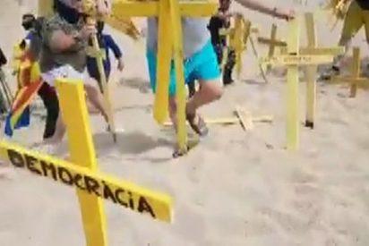 """El 'vía crucis' del concejal de la CUP que se pone morado dando hostias en plena playa: """"¡Puta España!"""""""