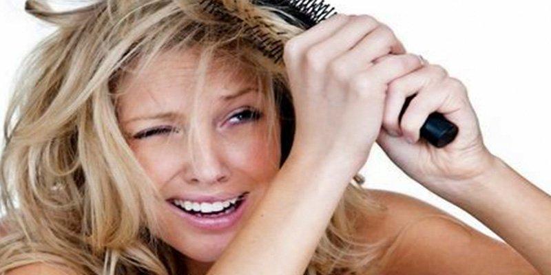 ¿Sabes cómo cepillarte el pelo para no estropearlo?
