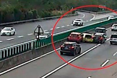 Aparatoso accidente de 7 coches en una autopista de China