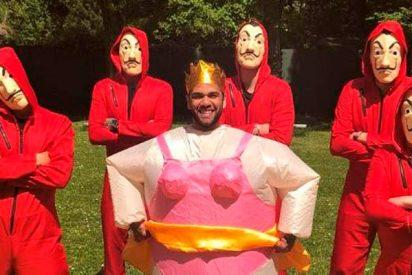 Los atracadores de 'La casa de papel' invitados al cumpleaños de Dani Alves
