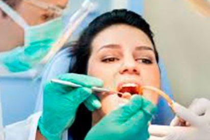 Un dentista 'chulo' saca dientes subido a su monopatín eléctrico