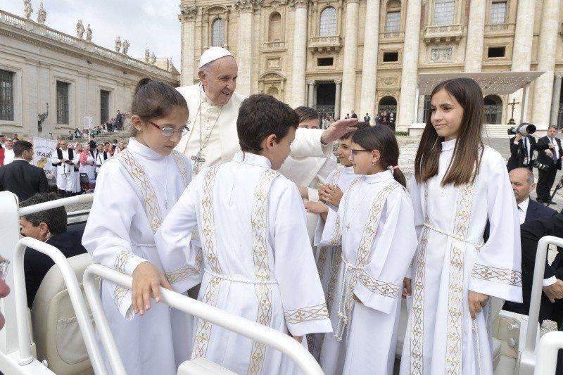 """El Papa pide que los católicos chinos """"puedan vivir la fe con generosidad y serenidad"""""""