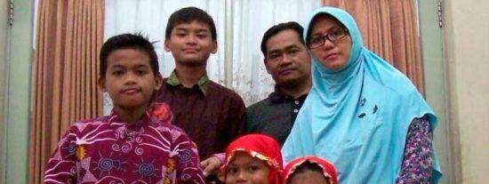 Una familia de yihadistas suicidas ataca iglesias cristianas en Indonesia dejando un reguero de muertos