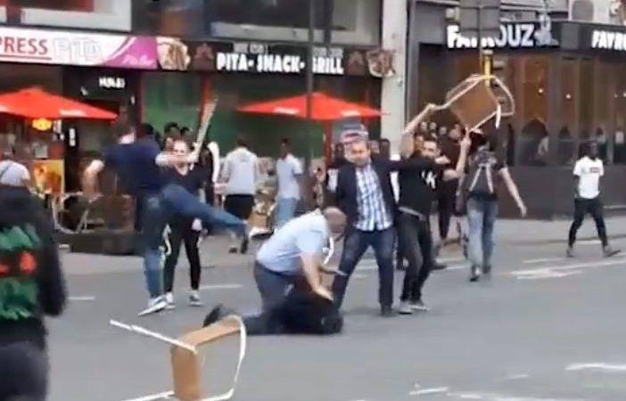 Las hostias de unos musulmanes al anciano y a su hijo por beber cerveza en la terraza del kebab
