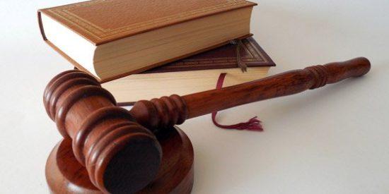 El juez permite a una madre que deje sin pensión a sus hijas 'ninis'