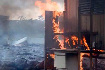 La lava incendia muchas viviendas en Hawái