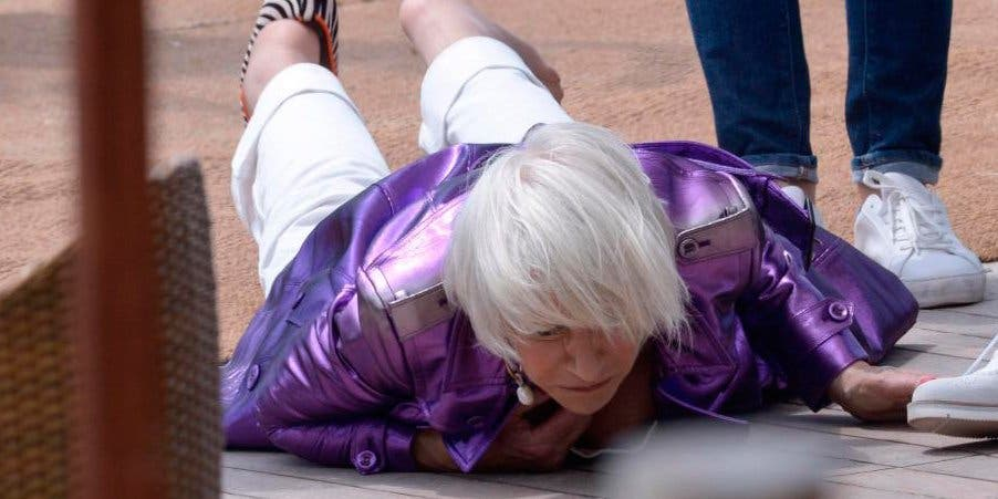 Helen Mirren sufre una aparatosa caida en el Festival de Cannes