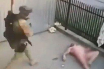 Intenta escapar de la Policía y salta desnudo por la ventana