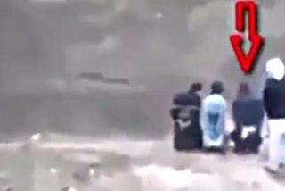 El prisionero del ISIS arrebata el arma a sus verdugos y los acribilla como a cucarachas