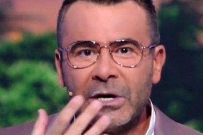 Jorge Javier sale al plató de 'Supervivientes' con este extraño líquido blanco en la boca