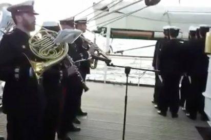 Emotivo homenaje del «Juan Sebastián de Elcano» a los marinos argentinos fallecidos en el ARA «San Juan»