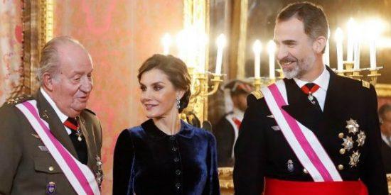 Felipe VI deja en evidencia a su padre con la nueva política de regalos admitidos en la Casa Real