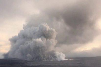 Así dispara Kilauea una espectacular nube de cenizas de 3000 metros de altura