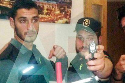 Los condenados de 'La Manada', armados y vestidos con el uniforme de la Guardia Civil`