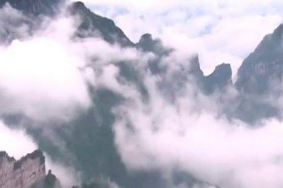 Así es la montaña de Tianmen y su espectacular 'mar de nubes'