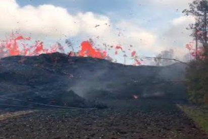Corrientes de lava serpentean así por el volcán Kilauea