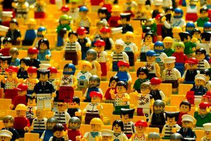 La cadena de montaje de Lego que dejará hipnotizado
