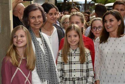 Letizia pasa con sus hijas y su suegra una tarde de chicas