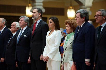 La Reina Letizia apuesta por un look total white