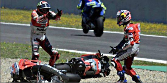 Márquez gana el Gran Premio de España en una carretera en que Lorenzo, Pedrosa y Dovizioso chocan y se caen