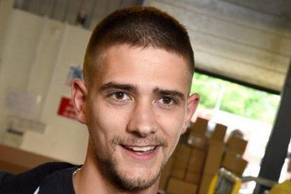Este británico de 28 años, al borde de la muerte por morderse las uñas