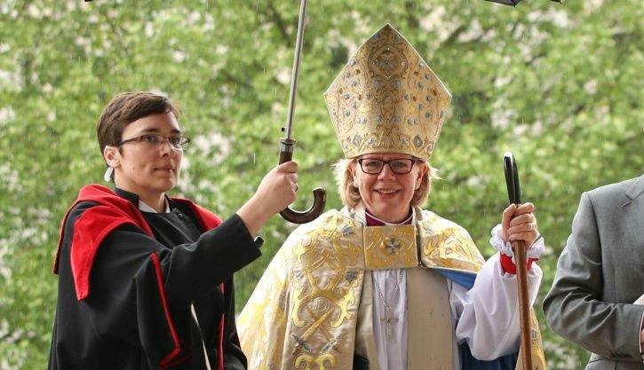 Sarah Mullally se convierte en la primera mujer obispo de Londres