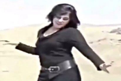 La iraní valiente que se quita el velo islámico y baila