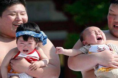Así es el extraño festival de los bebés llorones de Naki Sumo