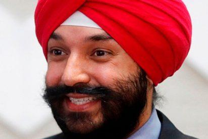 Obligan a este hombre a quitarse el turbante en un aeropuerto de EE.UU. y luego se arrepienten