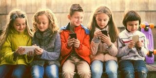 "Juez Emilio Calatayud: ""Padres, hijos y telefónos móviles"""