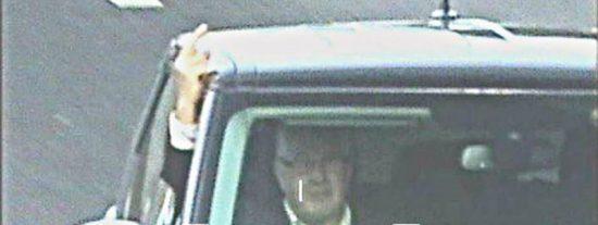 Le caen 8 meses de cárcel por hacer 'la peineta' a una cámara de tráfico