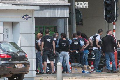 Momento en el que la Policía mata a tiros al terrorista que atacó en Lieja