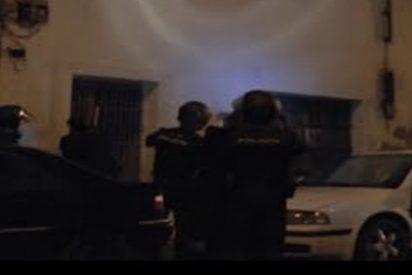 Así entra la Policía Nacional en la casa de activista antiglobalización