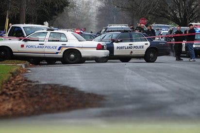 Un coche embiste y hiere al menos a 3 personas en Portland