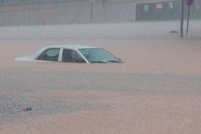 Épico rescate de una madre y su hijo tras ser arrastrados por lluvias torrenciales