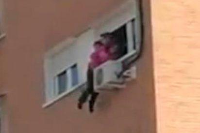 El terrible vídeo del rescate de una mujer que se iba a lanzar al vacío