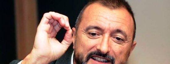 """La viral censura de Pérez-Reverte al """"putiferio"""" español a cuenta de la moción"""
