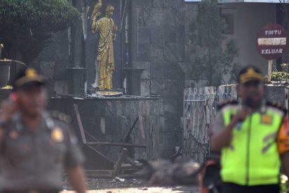 Tres ataques suicidas en iglesias de Indonesia dejan al menos 9 muertos