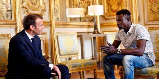 Mamudu Gasana, el Spiderman sin papeles que llegó de Africa, es el nuevo héroe de Francia