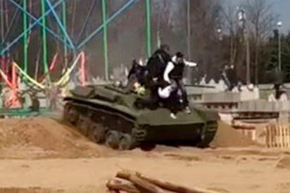 Así atropella este tanque a tres personas en un festival de San Petersburgo