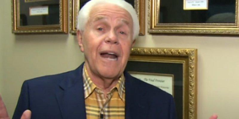 Este televangelista pide a sus seguidores que le compren un avión de 54 millones porque se lo ha dicho Dios