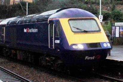 Este tren con centenares de pasajeros se pierde en el Reino Unido