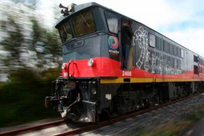 Este tren atraviesa así un bosque en llamas