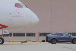 Un Tesla Model X remolca un Boeing 787 Dreamliner de más de 117 toneladas