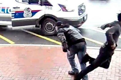 Hombre frustra la huida de este delincuente haciéndole la zancadilla