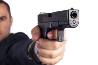 La muerte en la nuca: se salva porque se atasca el arma del asesino y él ni se da cuenta
