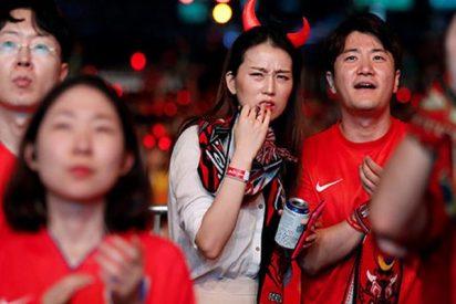 A 'huevazos' recibieron a la selección de Corea del Sur tras su eliminación del Mundial