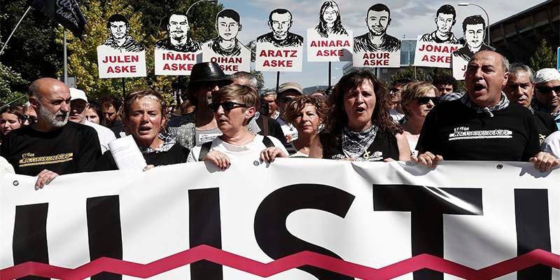 Podemos, los proetarras y el Gobierno navarro marchan a favor de los matones de Alsasua