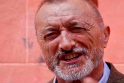 """Arturo Pérez-Reverte explica en Twitter la diferencia entre """"inmigrante"""" y """"migrante"""""""