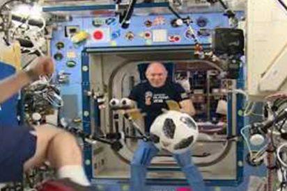 Así juegan al fútbol estos astronautas rusos en la Estación Espacial Internacional